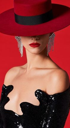 Red Fashion, White Fashion, Womens Fashion, Fasion, Fashion Model Poses, Fashion Models, Vogue Magazine Covers, Love Hat, Girl With Hat