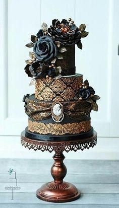 Black + Gold Victorian Gothic Wedding Cake.