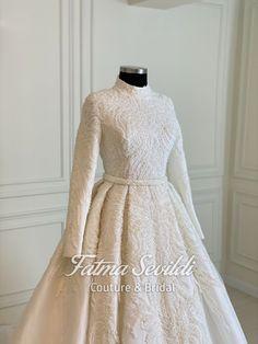 Muslim Wedding Gown, Hijabi Wedding, Wedding Hijab Styles, Wedding Gowns, Lace Wedding, The Dress, Dress Long, Hijab Fashion, Fashion Dresses