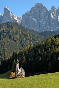 St Johann Church below the Dolomites, Val di Funes, Trentino-Alto-Adige, Italy Beautiful Places In The World, Wonderful Places, South Tyrol, Paradise On Earth, Seen, Kirchen, Nature Pictures, World Heritage Sites, Landscape Photos