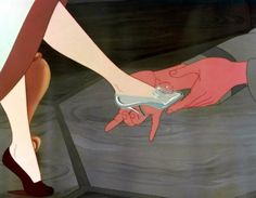 Estilistas se inspiram na Cinderela para criar sapatos