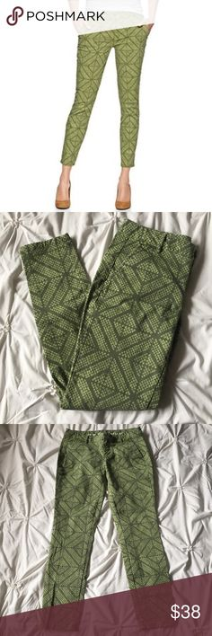 """GAP Green Geometric Tribal Print Crop Pants Jeans GAP Green Geometrical Tribal Print Crop Pants size 0 - Khaki by GAP - Skinny Mini Jeans - 35"""" long, 26.5"""" inseam  ----- 🚭 All items are from a non-smoking home. 👆🏻Item is as described, feel free to ask questions. 📦 I am a fast shipper with excellent ratings. 👗I love bundles & bundle discounts. Feel free to make an offer! 😍 Like this item? Check out the rest of my closet! 💖 Thanks for looking! Pants"""