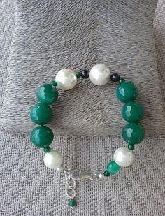 Emerald green agate, white shell pearl and starry dark purple quartz bracelet, Handcrafted bracelet from Spain, green bracelet, gift for her