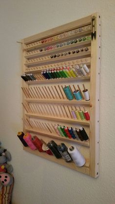 Organisation von Atelier, Lagerung – Sewing room ideas – - MY World Sewing Room Design, Sewing Room Decor, My Sewing Room, Sewing Studio, Thread Storage, Sewing Room Storage, Craft Storage, Small Sewing Rooms, Sewing Room Organization