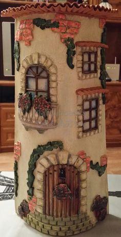 Teja decorada con pasta y pastas de textura, acrílicos, papeles decoupage, tejitas y accesorios.