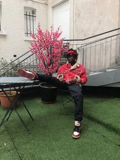 New favorites Lil Uzi Vert and Lil Yachty prove to be the leaders of the next generation with an appreciate for the past, pullin. Lifestyle Photography, Street Photography, Fashion Photography, Cool Instagram, Instagram Fashion, Multimedia, Celebrity Sneakers, Grunge Fashion, Mens Fashion