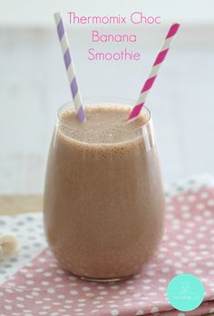 Our Healthy Thermomix Chocolate Banana Smoothie takes less than 2 minutes to make AND it tastes absolutely delicious. Chocolate Banana Milkshake, Strawberry Banana Smoothie, Chocolate Shake, Healthy Chocolate, Dairy Free Milkshake, Healthy Banana Recipes, Healthy Food, Cacao Smoothie, Healthy Afternoon Snacks