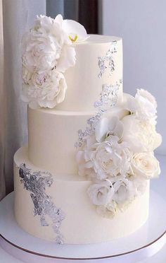 40 Pretty and Delicious Wedding Cakes from Kasadelika - Oh The Wedding Day Is Coming Wedding Cake Centerpieces, Pretty Wedding Cakes, Black Wedding Cakes, Amazing Wedding Cakes, Fall Wedding Cakes, Wedding Cake Rustic, Elegant Wedding Cakes, Wedding Cakes With Flowers, Elegant Cakes