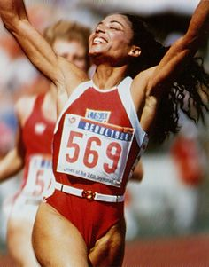 Florence Griffith-Joyner was a world & Olympic champion runner in the who still holds records in 100 & 200 meter races. She died of epilepsy at the age of My worst fear. Jackie Joyner Kersee, Flo Jo, Sports Personality, Vintage Black Glamour, Sport Icon, Olympic Champion, Female Athletes, Women Athletes, Being Good