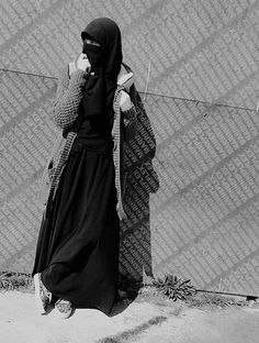 This scarf is the most essential part within the outfits of females by using hijab. Hijab Niqab, Muslim Hijab, Hijab Chic, Mode Hijab, Hijab Outfit, Arab Girls, Muslim Girls, Muslim Women, Niqab Fashion