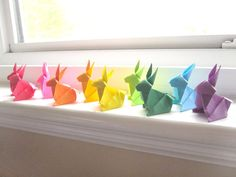These little Origami bunnies are so cute! When I try to do Origami, my brain feels like it's going to explode. Origami Arco Iris, Rainbow Origami, Easter Crafts, Crafts For Kids, Diy Crafts, Origami Paper Art, Diy Papier, Paper Stars, Over The Rainbow