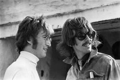 IlPost - George Harrison con John Lennon a Newquay, in Cornovaglia, per le riprese di Magical Mystery Tour, nel 1967 (Keystone Features/Getty Images) - George Harrison con John Lennon a Newquay, in Cornovaglia, per le riprese di Magical Mystery Tour, nel 1967 (Keystone Features/Getty Images)