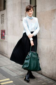 Glamour Hits The Streets – Street Style >> HERE!