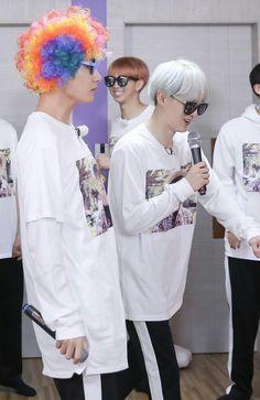 O Tae sério com essa peruca tá demais kkkkkkk