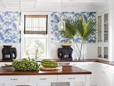 Amanda Lindroth Another design trend for 2018 will be using wood, but in unexpected places. Here Amanda Lindroth uses mahogany kitchen countertops in a Chinoiserie infused kitchen with palm wallpaper Beach Cottage Kitchens, Beach Cottage Style, Beach Cottage Decor, Coastal Kitchens, White Kitchens, Coastal Decor, Coastal Style, White Beach Houses, Tropical Home Decor