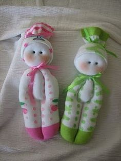 duckling pond blog: These dolls are made out of kid's socks. Now, I have something to do with all those mismatched socks.