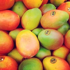 BEAUTIFULINEVERYCOLOR/ I'm so obsessed with Mango, I could eat them all Day