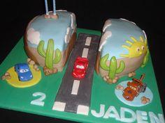 tarta decorada fondant cars. cumpleaños infantiles