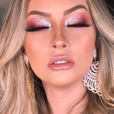 Find more information on step by step eye makeup tutorials - Makeup Tips Glam Makeup, Bridal Makeup, Wedding Makeup, Face Makeup, Indie Makeup, Eye Makeup Steps, Smokey Eye Makeup, Prom Hair Tutorial, Beauty Make-up
