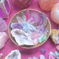 #stone #magic #healing follow my inspiring instagram at @misslesliegrace