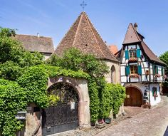 Watch: Kaysersberg - medieval village on the Wine Route - Alsace, France http://destinations-for-travelers.blogspot.com.br/2014/11/kaysersberg-alsace-france.html