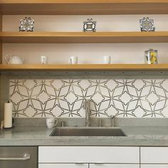 #backsplashideas from @famosatile / #tiletuesday #kitchen #backsplash #kitchenbacksplash #tile #stone #countertop #cabinets #design #designinspo #interiors #interiordesign #surfaces  #interior #kitchendesign #idcdesigners #interiordesigner #pattern #tiles #tile #tiled #walltile #tiling #kitchentiles #tiledesign #instahome #instadecor #homedecor by tiletuesday