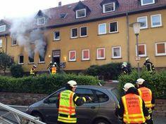 Kinder aus verrauchtem Haus gerettet Feuer in der Eckermannstraße: Zwölf Personen aus brennendem Haus befreit