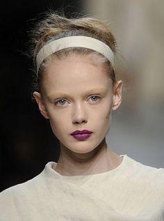 11 Five-Minute Summer Hair Ideas: A thick white headband on the Bottega Veneta Spring 2010 runway | allure.com
