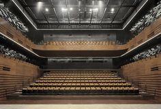 petite salle musique de chambre - (16x22)352 + (4x22)88 + (4x12)48 =  490 - total 690 : 200 rétractables ? = 10 rangs  - Wuxi Grand Theatre by PES-Architects - grande salle : 1800 places