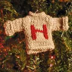 19 Harry Potter Ornaments For An Amazingly Nerdy Christmas Tree Colar Harry Potter, Décoration Harry Potter, Harry Potter Sweater, Fans D'harry Potter, Harry Potter Crochet, Harry Potter Universal, Harry Potter Christmas Decorations, Harry Potter Christmas Tree, Hogwarts Christmas