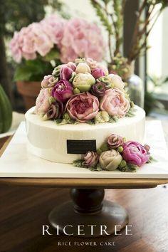 Rice cake Frosting Flowers, Buttercream Flower Cake, Buttercream Decorating, Cake Decorating, Russian Cake Tips, Korean Rice, Cupcake Cakes, Cupcakes, Cool Cake Designs