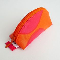 Zippered pouch - Isot Kivet oil cloth, design by Maija Isola (1956).