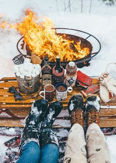 New England Romance: Winter Glamping Giveaway Camping has reinvented itself a… Best Winter Vacations, Vacations In The Us, Hygge, Glamping, Camping Accesorios, Winter Date Ideas, Winter Schnee, Luxury Camping, Winter Camping