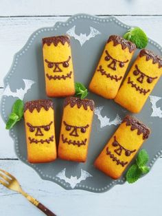 フランケンシュタインのかぼちゃフィナンシェ Halloween Sweets, Halloween Baking, Halloween Food For Party, Halloween Cookies, Halloween Crafts, Easy Cookie Recipes, Aesthetic Food, Cooking With Kids, Cute Food