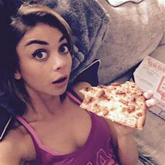 Sarah Hyland Has An Emotional Night...And Tweets About Every Detail…