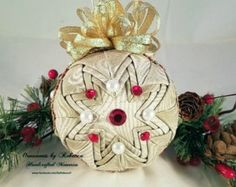 This gorgeous ornament sparkles & reflects the light of the Christmas tree… Primitive Ornaments, Handmade Ornaments, Handmade Christmas, Beach Ornaments, Christmas Tree Ornaments, Christmas Crafts, Quilted Fabric Ornaments, Easter Tree Decorations, St Patrick's Day Gifts