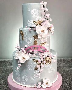 1X Tiny Chocolate Wedding Cake Rose Top Dollhouse Miniatures Food Supply Deco