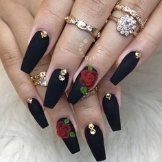 On average, the finger nails grow from 3 to millimeters per month. If it is difficult to change their growth rate, however, it is possible to cheat on their appearance and length through false nails. Aycrlic Nails, Rose Nails, Stiletto Nails, Fun Nails, Hair And Nails, Rose Nail Art, Coffin Nails, Exotic Nails, 3d Rose