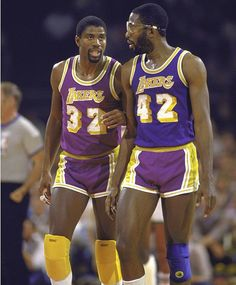 Magic Johnson and big game James Worthy! An unstoppable force in the Basketball Legends, Basketball Players, Basketball Jones, Basketball Art, Basketball Shirts, College Basketball, Dodgers, Showtime Lakers, James Worthy