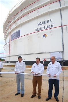 El gobernador Javier Duarte de Ochoa, inauguró el Tanque TV-5001 en las instalaciones de la Terminal Marítima Pajaritos, en compañía del director de Pemex, el dirigente nacional del Sindicato Petrolero y el alcalde de Coatzacoalcos.