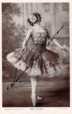 Russian star prima ballerina of the late 19th, early 20th century (1881-1931). Signed photo on cover of a program, 1923