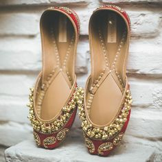 How To Shop For The Perfect Pair Of Shoes. Everyone needs shoes so it makes sense to purchase shoes that look good and are of a good quality so they will last for years. Fancy Shoes, Buy Shoes, Bridal Shoes, Wedding Shoes, Indian Shoes, Shoes Sandals, Heels, Flat Sandals, Shoe Closet