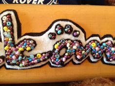 ビーズ刺繍でウエルカムボードにしました♪一粒ずつ丁寧に刺繍しています天然木 ブナ材約210×60×10くまちゃんは、ついていません|ハンドメイド、手作り、手仕事品の通販・販売・購入ならCreema。