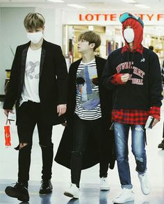 Like the parents took their son to buy a Toys June as FATHER - Hanbin as MOM ! Chanwoo Ikon, Kim Hanbin, Bobby, Ikon Member, Ikon Debut, Ikon Wallpaper, Kim Ji Won, E Dawn, K Pop Music