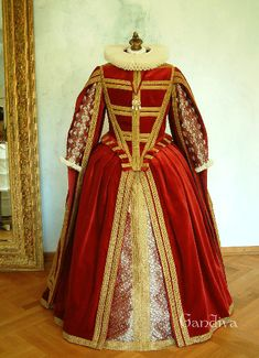 Tudor-Tanzkleid: Vorne mit Halskrause