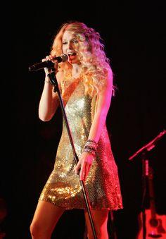 "Taylor Swift Photos - Premiere Of Walt Disney Pictures' ""Hannah Montana The Movie"" - Arrivals - Zimbio"