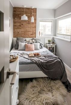 47 Wonderful Small Apartment Bedroom Design Ideas and Decor Small Bedroom Ideas Apartment Bedroom Decor Design Ideas Small Wonderful Small Apartment Bedrooms, Small Apartments, Apartment Living, Small Spaces, Bedroom Small, City Apartments, Diy Bedroom, Tiny Bedroom Design, Apartment Design
