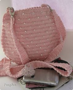 Crochet bag with diagram :) and step-by-step pictures.  Use you web browser to translate the page.