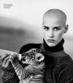 Article and photos on Eve Salvail the fifth element, dragon tattoo and shaved head model who Jean Paul Gaultier collaborated with in the Michaela Bercu, Bald Look, Shave My Head, Bald Hair, Ideal Beauty, Natural Beauty, Bald Women, Comme Des Garcons, Shaved Hair