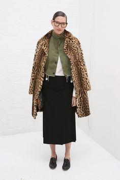 ファッション界でも大きな影響力を持つ「J.クルー」のクリエイティブ ディレクター兼社長、ジェナ・ライオンズが退任。おしゃスナでも存在感を放ち、抜群のスタイルセンスを持つ彼女が今後何をするのか続報からも目...